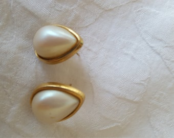 Vintage Richelieu Faux Pearl Earrings Posts Tear Drop Shape