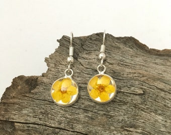 Resin stud earrings, resin earrings, resin jewellery, resin jewelry, fashion, women, earrings, stud earrings, flower earrings