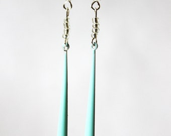 Long earrings green enamelled sequins of water, pearls rubbles