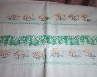 SALE Waterlily Pillowcases-Pair-Vintage