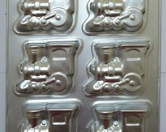 Wilton Choo Choo TRAIN Cake Pan Makes 6 Small, Individual cakes at once!  steam engine aluminum mini
