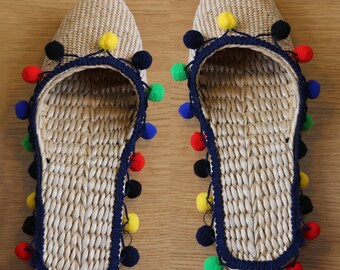 Handwoven straw slippers with delicate pom pom trimmings/Wholesales bulk/elegant unique slippers/wedding gift/Christmas gift/GrasShanghai