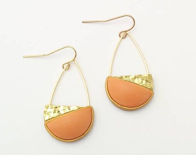 TILT DROP EARRINGS //Colorful orange & gold polymer clay glitter earrings// Geometric rust polymer clay earrings with wire detail// #DE2040B