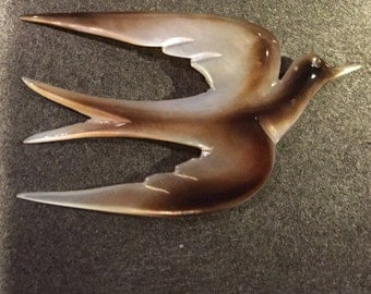 Vintage carved shell/mother of pearl bird brooch. Dove brooch made of carved shell.