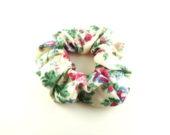 Scrunchie cotton fabric- vintage cream with pink roses