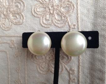 SALE: Large Pearl Earrings, vintage faux pearl earrings, screw back earrings, Marvella Pearl earrings, large pearl earrings, clip earrings,
