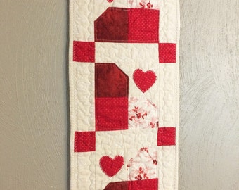 Valentines Day Wall Hanging, Quilted Wall Hanging, Heart Wall Hanging, Door Hanger, Valentines Day Decor, Red and White Door Hanger