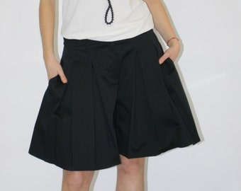 Pleated shorts /Pleated skirt pants/Black shorts/Knee length shorts/Casual shorts