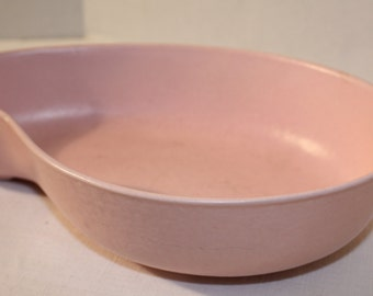 Vintage Royal Haeger pink kidney shaped dish ceramic pottery R667 display decorative serving dish made in the USA