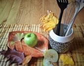 Ceramic planter/kitchen utensil horlder, succulent air planter-carved design, black & white.