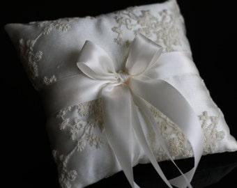 Ivory Ring Bearer Pillow \ Lace Wedding Bearer Ring Holder \ Ivory Satin Bearer, Lace Ring Pillow, Ivory Wedding Pillow, Lace Wedding Pillow