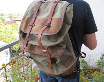 Big Distressed Tourist Backpack, Green Canvas Rucksack, Vintage Hiking Khaki Rucksack, Travel Backpack from 1970s