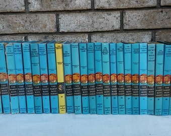 28 1950s to 1970s hardy boy book collection