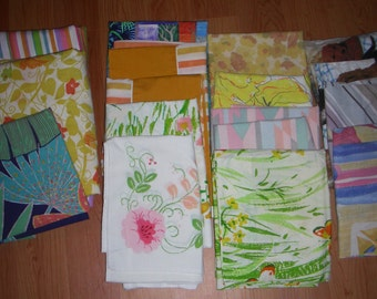 Vintage 15 Standard  Pillow Cases 2 Sheets  Retro Flower Power Bed use or crafting