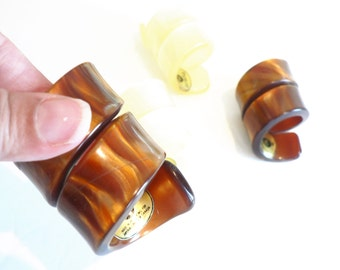 Vintage Ivory and Caramel Lucite Napkin Rings -Set of 4 - Napkin Holders