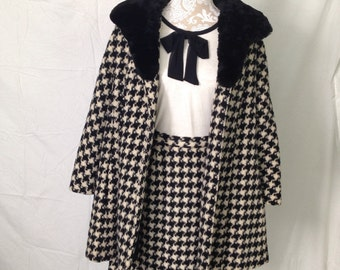 Late 1950's early 1960's Houndstooth Coat and Skirt set - vintage 1950's coat and skirt - 1960's coat and skirt -