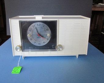 Vintage Tube Clock Radio - 1967 RCA Model RGD30Y