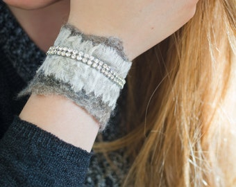 Bracelet made of felt and silk with Rhinestone/Felt jewel/Eco friendly bracelet/Boho style/Gift ideas/Nuno felt bracelet with silk and rhinestones