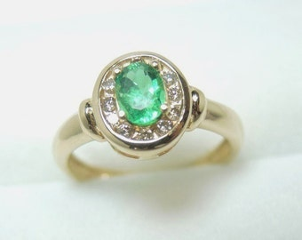 Oval Shape Colombian Emerald 0.34 ct and Diamond 0.18 ct Ring 14K Gold
