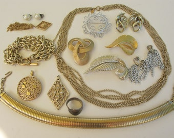 14 piece collection lot of Sarah Coventry signed vintage jewellery 1960s - 1970s necklaces, brooches, earrings, pendants