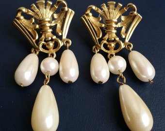 Vintage AVON Gold Tone Faux Large Pearl Royal Crest Dangle Pierce Earrings