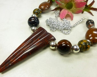 Long gemstone necklace in fine mix