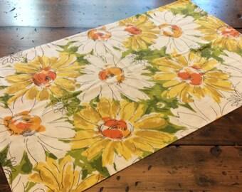 Vintage 70s Pillowcase - Yellow Orange Green Flower Sketches ( A791)