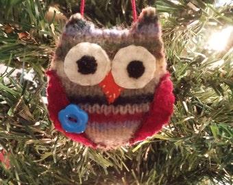 Striped Owl w dk blue button