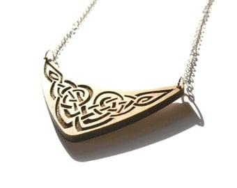 Celtic torc necklace, wood engraved arc, wooden interlaced interlace pattern, ornamental knotwork jewelry, irish medieval scandinavian jewel