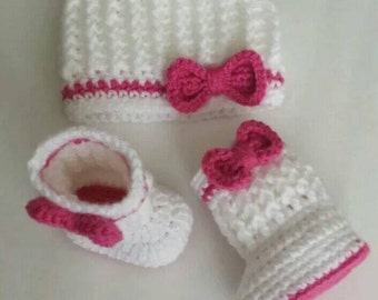 Set booties and hat for newborn