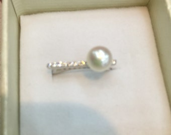 Sterling silver and pearl adjustable ring w/cz