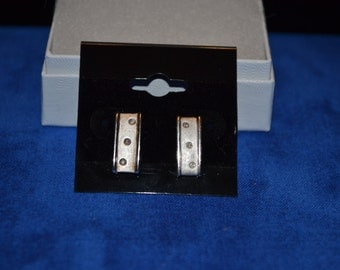 E-017: 3.5g Vintage Solid Silver Rectangle Earrings with Diamonds in Each Earring