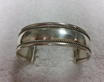 Antique Style Silver Bangle Bracelet Costume Jewelry