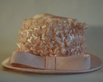 Vintage womans pink hat,  United Hatters Cap and Millinery Workers International Union, Rafia hat, number 371138