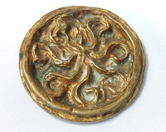 Old brooch design by Yvonne Tindas