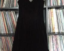 Beautiful black/reddish colorshifting velvet petticoat dress size 4