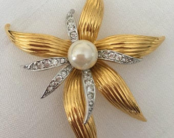 Vintage Gold Tone Brooch, Joan Rivers Classics Collection, Joan Rivers Jewelry, Faux Pearl Brooch, Rhinestone Brooch, Gold Tone Flower Pin