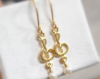 ON SALE Treble clef earrings, Sol Key earrings, Music note jewelry,  Minimalist Jewelry, G clef earrings, music symbol, natural pearl