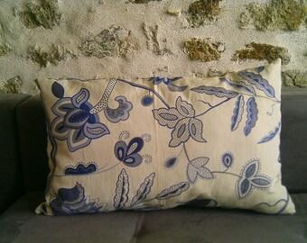 Small long cushion