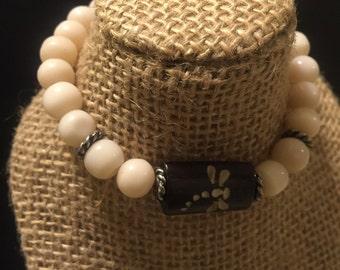 Cat's eye bead bracelet