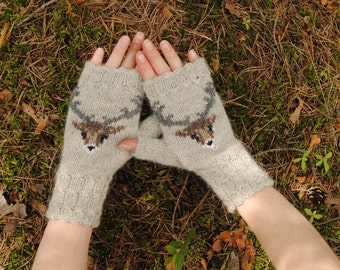Mitts with deer
