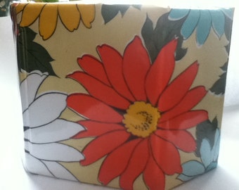 Vintage flowered cosmetic box