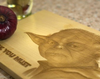 Cutting board Yoda star wars, star wars force awakens, star wars print engraving, yoda print, gift for geek, present for fans, luxury gift