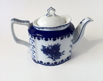 Blue and white floral teapot/tea kettle