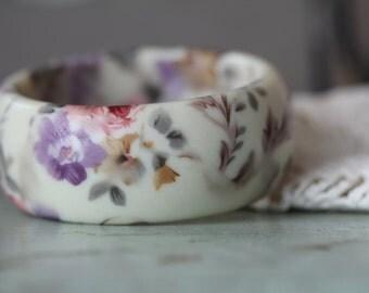 Vintage Floral Plastic Bangle