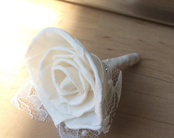 Classic Boutonniere, Groom boutonniere, white boutonniere, wedding flowers, magnetic boutonniere