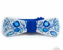 Wooden bow tie with a traditional Russian ornament gzhel, painted handmade bow tie, unique bow tie, gzhel acceccorie