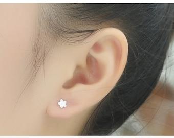 sterling silver flower stud earrings, 5 petal flower stud earrings, flower earrings, 5 petal flower earrings, flower earstuds, simple flower