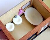 Dollhouse Bathroom Set / 1:12 Miniature Bath, Sink, Toilet, Towel / Sanitation / Minimal Design / Naboko Pets Dollhouse Furniture / H009