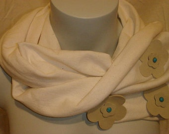 Accessory scarf cream tube with 3 flowers